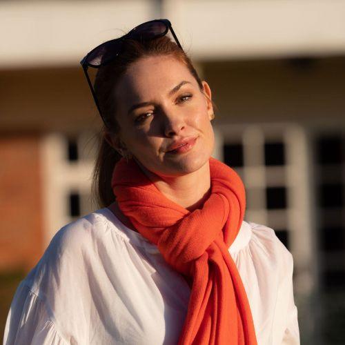 Intense coral lightweight cashmere shawl