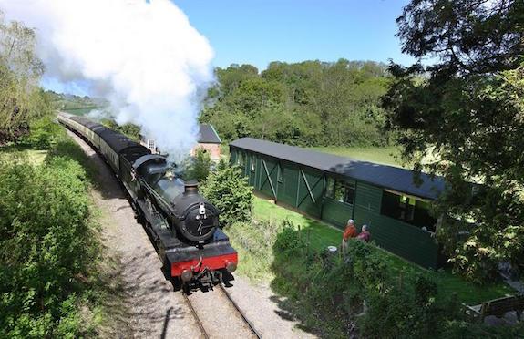 The Railway Carriage, Premier Cottages